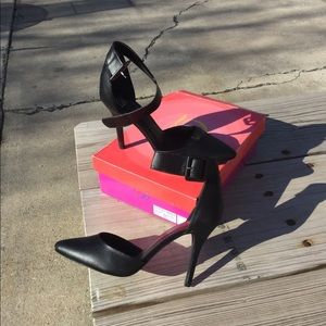 NWOT gorgeous black heels